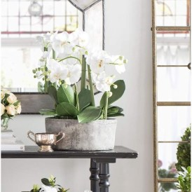 Cool Floral Arrangement Ideas To Beautify Your Room 25