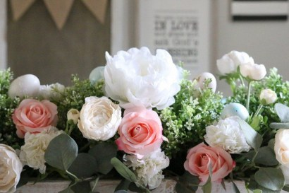 Cool Floral Arrangement Ideas To Beautify Your Room 35