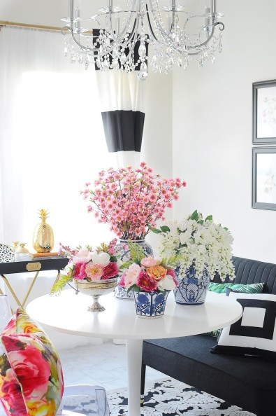 Cool Floral Arrangement Ideas To Beautify Your Room 38