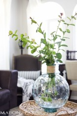 Cool Floral Arrangement Ideas To Beautify Your Room 53