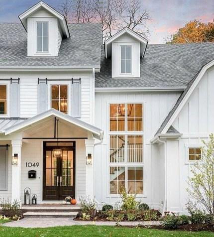 Incredible Farmhouse Exterior Design Ideas To Try 10