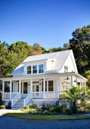Incredible Farmhouse Exterior Design Ideas To Try 16