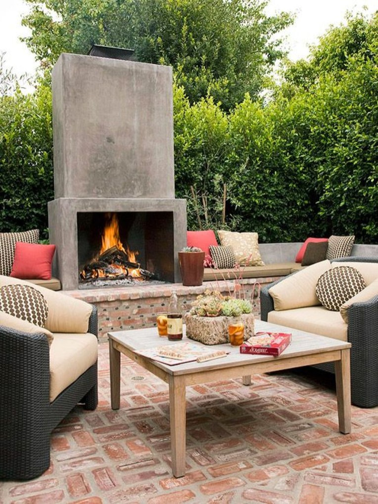Pretty Seating Area Ideas With Outside Fireplace 07