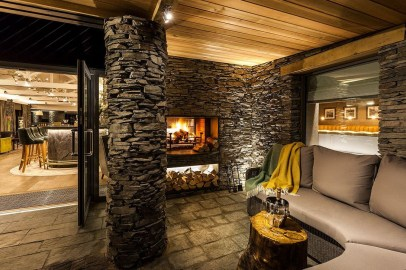 Pretty Seating Area Ideas With Outside Fireplace 18