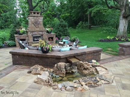 Pretty Seating Area Ideas With Outside Fireplace 20