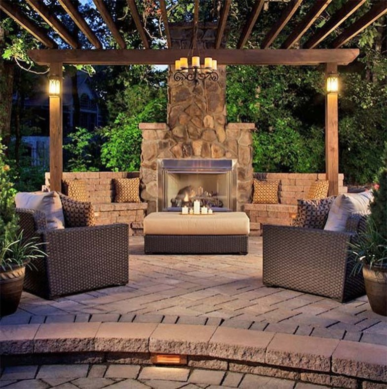 Pretty Seating Area Ideas With Outside Fireplace 31