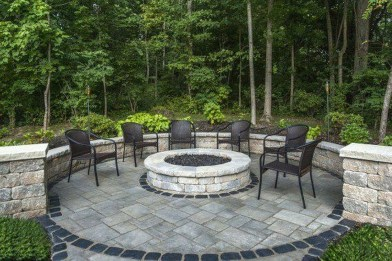 Pretty Seating Area Ideas With Outside Fireplace 41
