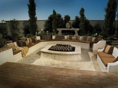 Pretty Seating Area Ideas With Outside Fireplace 42