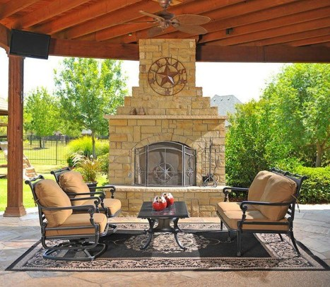 Pretty Seating Area Ideas With Outside Fireplace 48
