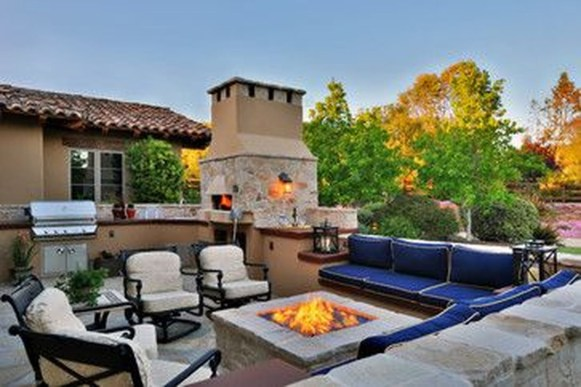 Pretty Seating Area Ideas With Outside Fireplace 51