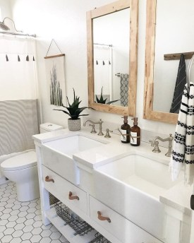 Adorable Farmhouse Bathroom Decor Ideas That Looks Cool 23