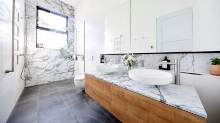 Inspiring Small Bathroom Design Ideas With Wood Decor To Inspire 02