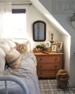 Elegant Small Attic Bedroom For Your Home 38