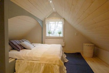 Elegant Small Attic Bedroom For Your Home 40