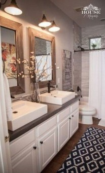 Stylish Small Master Bathroom Remodel Design Ideas 23