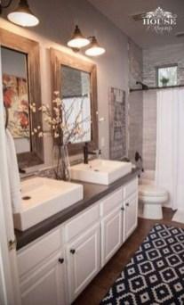 Stylish Small Master Bathroom Remodel Design Ideas 23