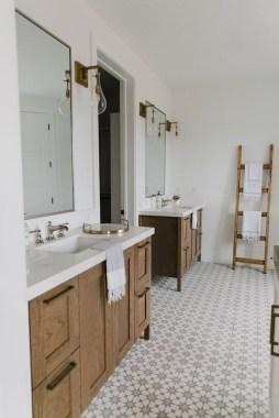 Beautiful Classic Bathroom Design Ideas 08