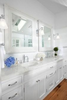 Beautiful Classic Bathroom Design Ideas 30