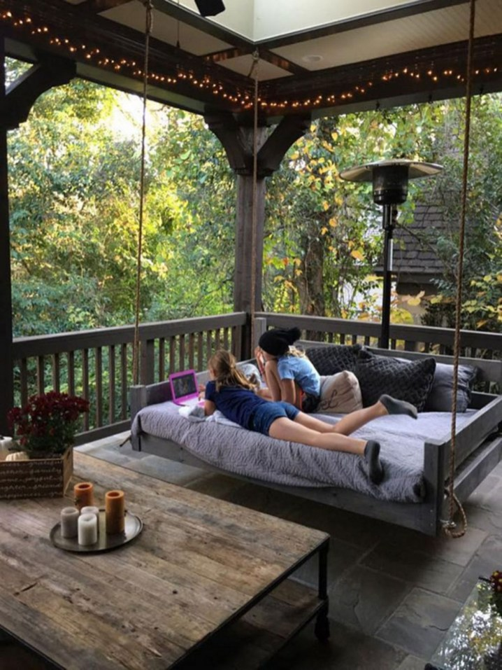 Comfortable Lake Bedroom Design Ideas 04