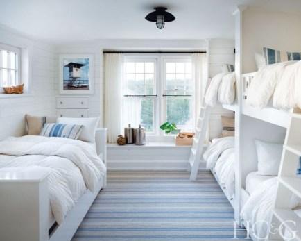 Comfortable Lake Bedroom Design Ideas 19