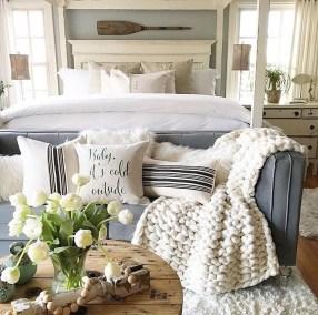 Comfortable Lake Bedroom Design Ideas 23