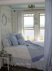 Comfortable Lake Bedroom Design Ideas 24