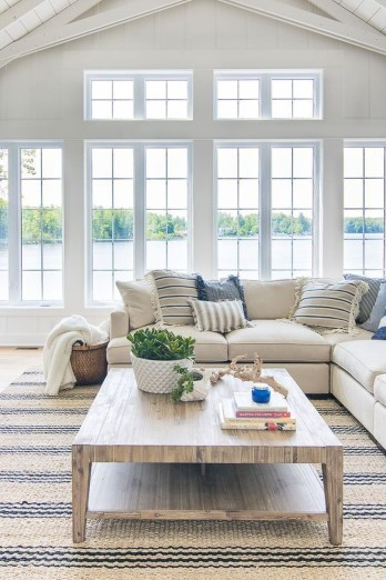 Comfortable Lake Bedroom Design Ideas 26