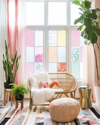 Cute Pink Lving Room Design Ideas 28