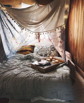 Glamorous Canopy Beds Ideas For Romantic Bedroom 12