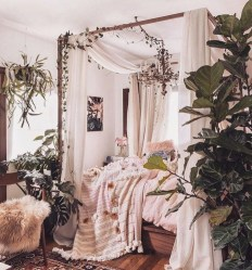 Glamorous Canopy Beds Ideas For Romantic Bedroom 15
