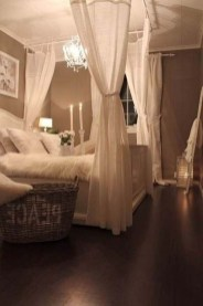 Glamorous Canopy Beds Ideas For Romantic Bedroom 34