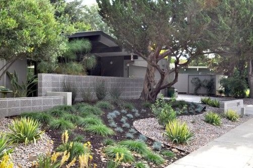Relaxing Front Yard Fence Remodel Ideas For Your Home 06