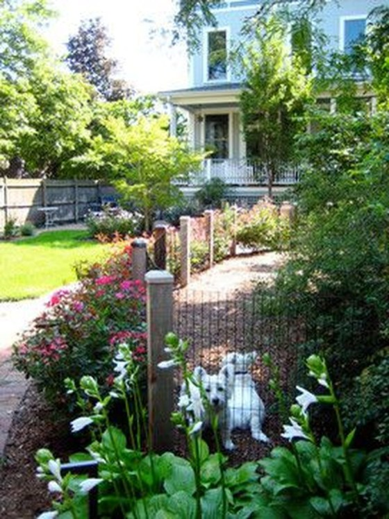 Relaxing Front Yard Fence Remodel Ideas For Your Home 22