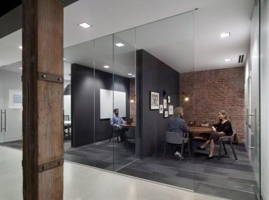 Stunning And Modern Office Design Ideas 24
