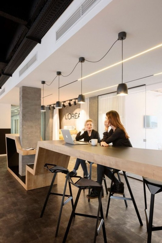 Stunning And Modern Office Design Ideas 38