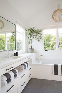 Stunning Rustic Farmhouse Bathroom Design Ideas 22