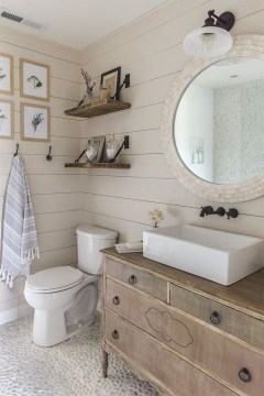 Stunning Rustic Farmhouse Bathroom Design Ideas 37
