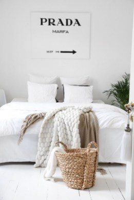 Beautiful White Bedroom Decoration That Will Inspire You 09