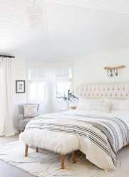 Beautiful White Bedroom Decoration That Will Inspire You 16