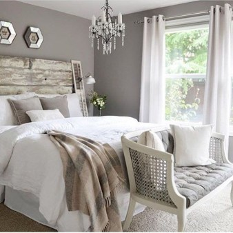 Best Ideas For Master Bedroom Decoration You Should Try 37