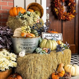 Easy Fall Porch Decoration Ideas To Make Unforgettable Moments 31