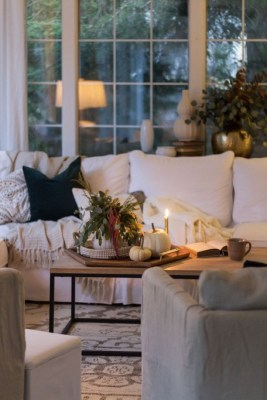 Stunning Fall Living Room Decoration Ideas 15
