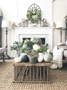Stunning Fall Living Room Decoration Ideas 22