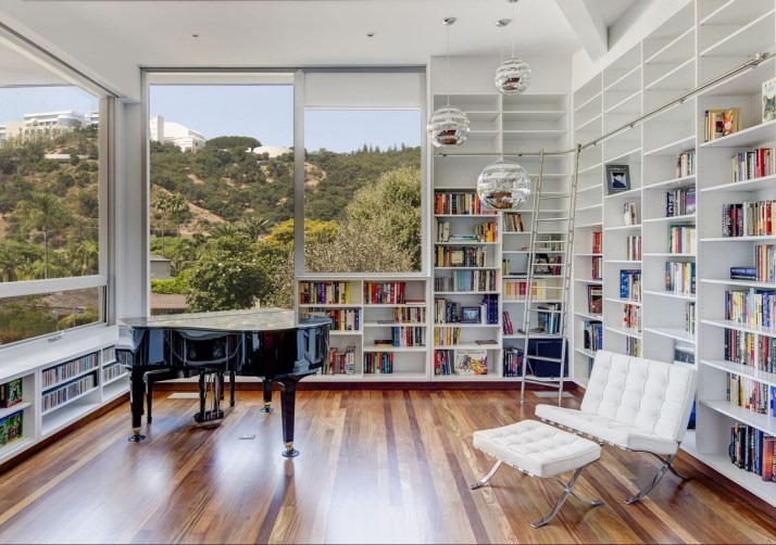 Stylish Bookshelves Design Ideas For Your Living Room 14