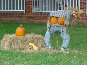 Top Halloween Outdoor Decorations To Terrify People 36