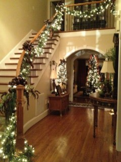 Best Christmas Decorations That Turn Your Staircase Into A Fairy Tale 02