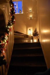 Best Christmas Decorations That Turn Your Staircase Into A Fairy Tale 12
