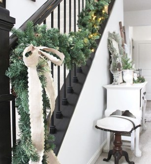 Best Christmas Decorations That Turn Your Staircase Into A Fairy Tale 17
