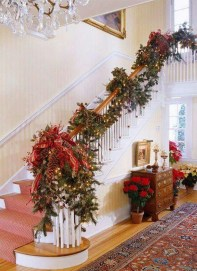 Best Christmas Decorations That Turn Your Staircase Into A Fairy Tale 19