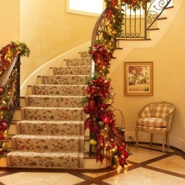 Best Christmas Decorations That Turn Your Staircase Into A Fairy Tale 20